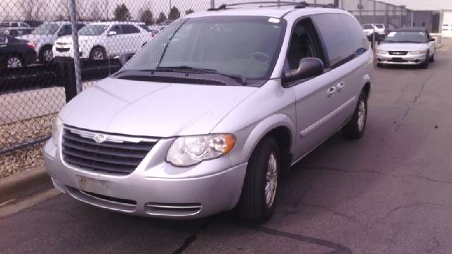 2005 chrysler town and country touring 4dr ext minivan in chicago il west end auto inc. Black Bedroom Furniture Sets. Home Design Ideas