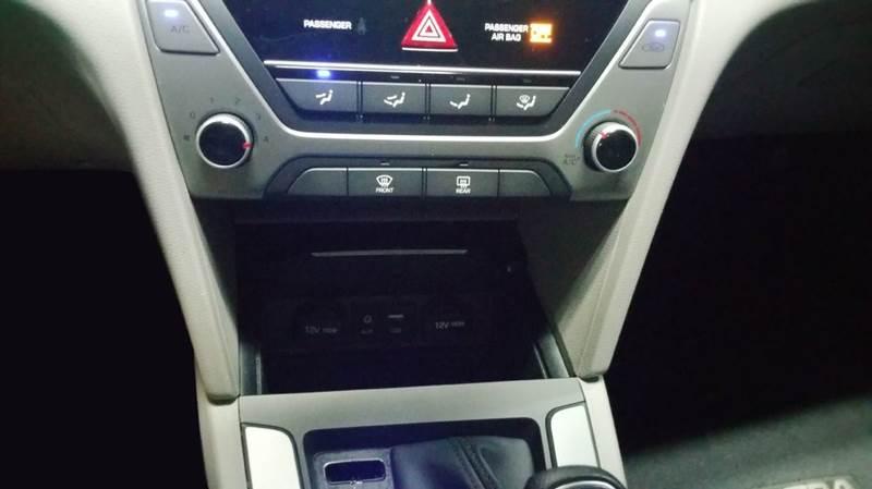 2017 Hyundai Elantra SE 4dr Sedan (midyear release) - Schaumburg IL