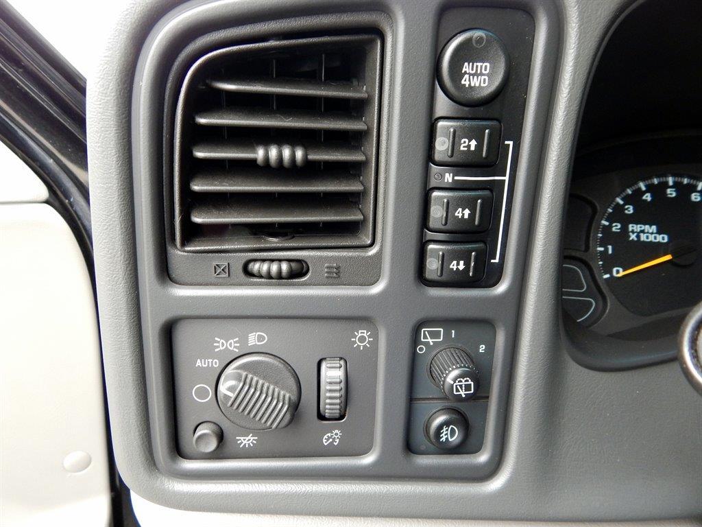 2004 Chevrolet Tahoe LS 4WD 4dr SUV - Kansas City MO