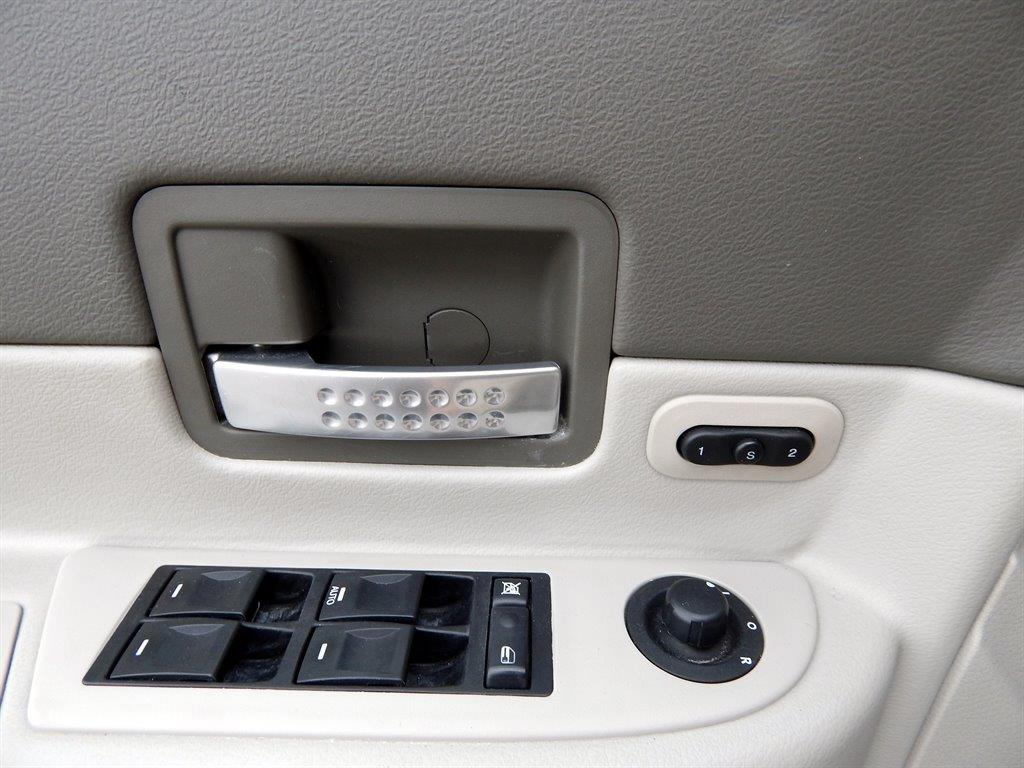 2006 Dodge Durango Limited 4dr SUV 4WD w/ Front, Rear and Third Row Head Airbags - Kansas City MO