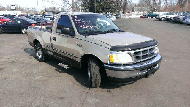 1998 ford f 150 xl reg cab short bed 2wd in kentwood mi. Black Bedroom Furniture Sets. Home Design Ideas