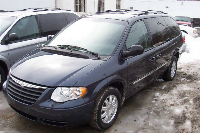 2007 Chrysler Town and Country for sale in Harrison Township MI