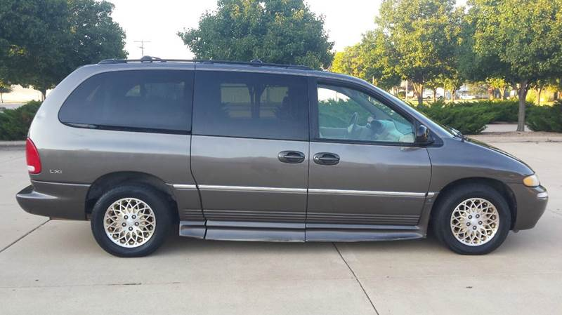 1998 chrysler town and country 4dr lxi extended mini van in wichita ks affordable mobility. Black Bedroom Furniture Sets. Home Design Ideas