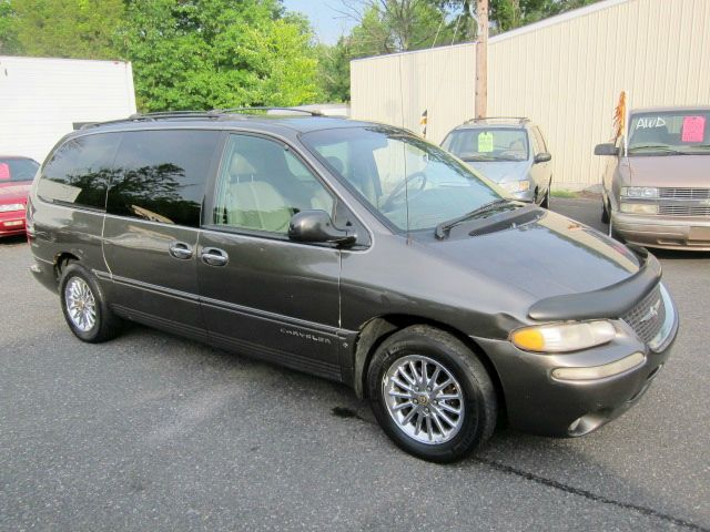 1999 Chrysler Town and Country for sale in Quakertown PA