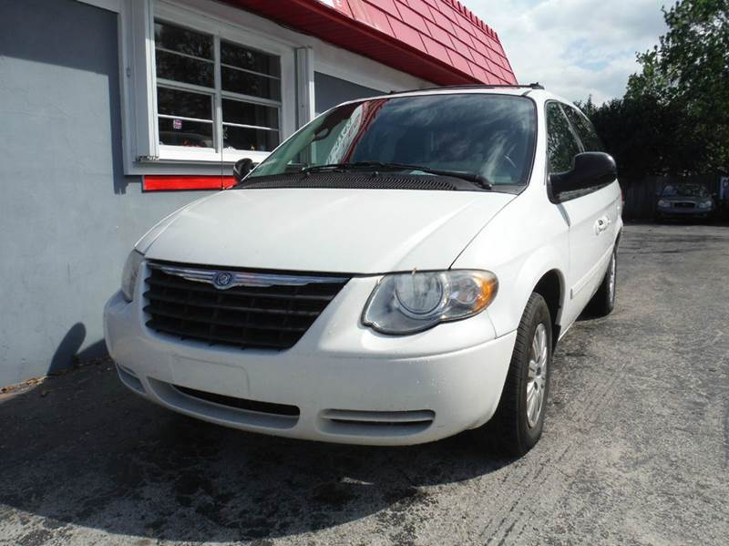 2005 chrysler town and country lx 4dr extended mini van in melbourne fl wolverine autos llc. Black Bedroom Furniture Sets. Home Design Ideas