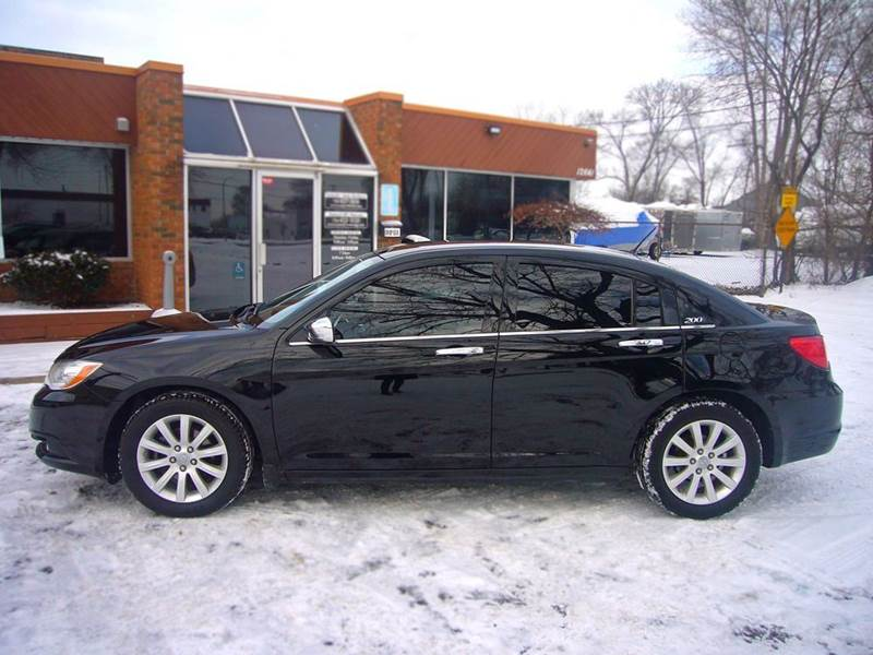 2013 Chrysler 200 for sale in Livonia, MI