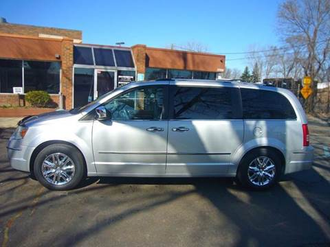 2009 Chrysler Town and Country for sale in Livonia, MI