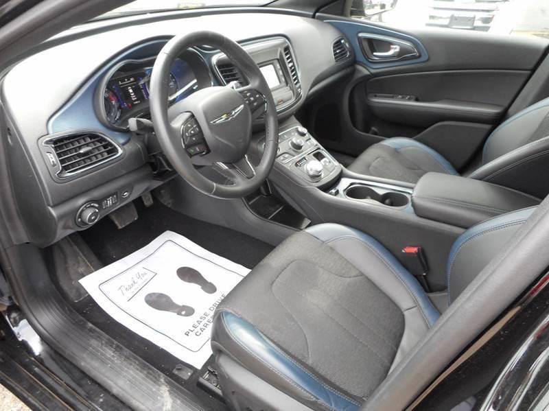 2015 Chrysler 200 S 4dr Sedan - Lancaster OH