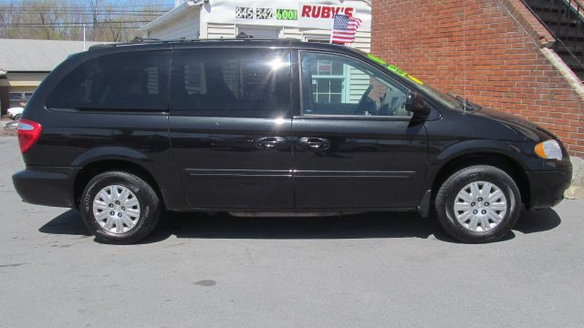 2005 Chrysler Town and Country for sale in Middletown NY