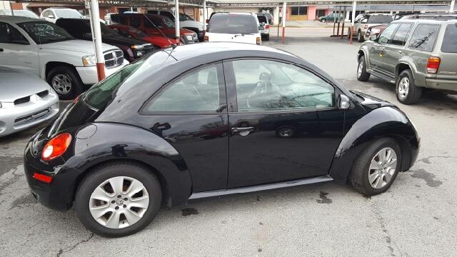 2009 Volkswagen New Beetle Base 2dr Hatchback 5M - Elizabethton TN