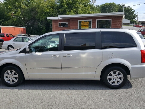 2011 Chrysler Town and Country for sale in Elizabethton, TN