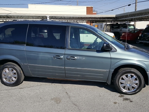 2005 Chrysler Town and Country for sale in Elizabethton, TN