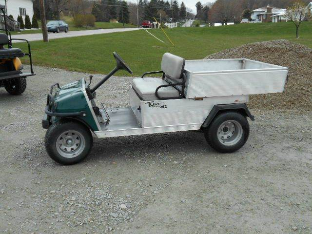2010 Club Car Utility 252 Gas Dump Cart