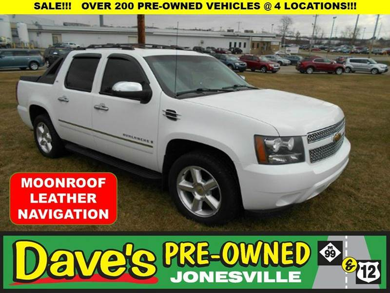 2009 CHEVROLET AVALANCHE LTZ 4X4 CREW CAB 4DR white 1 owner and 0 reported accidents per auto che