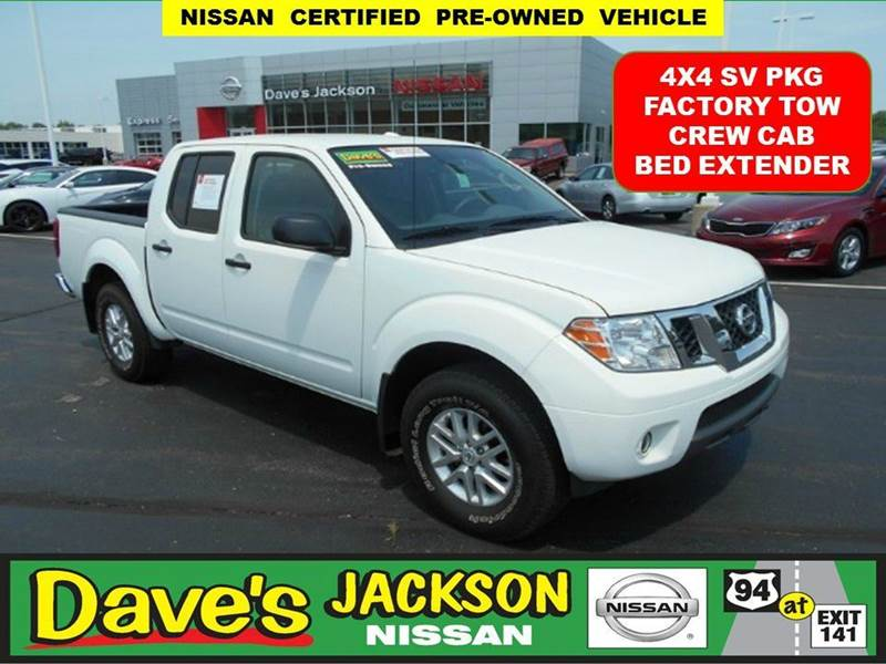 2015 NISSAN FRONTIER SV 4X4 4DR CREW CAB 5 FT SB PIC white 3000 push pull or drag reflected in