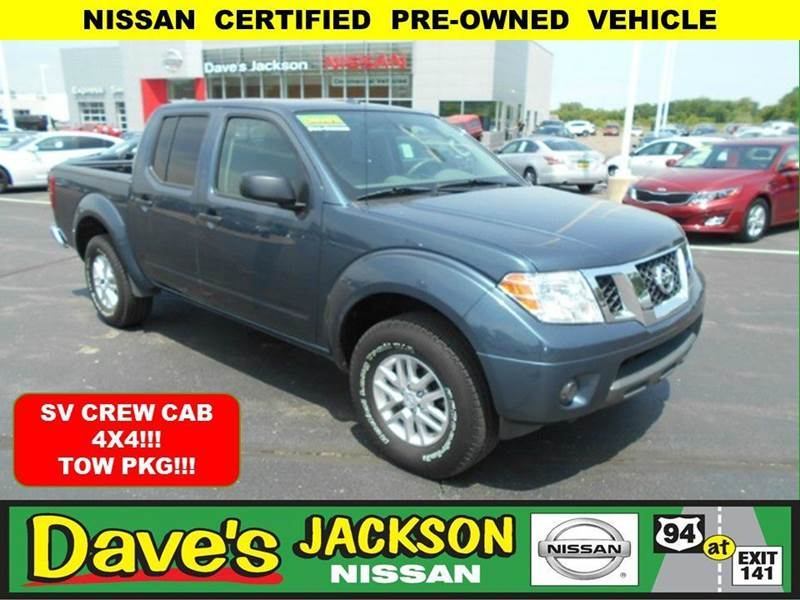 2014 NISSAN FRONTIER SV 4X4 4DR CREW CAB 5 FT SB PIC blue 3000 push pull or drag reflected in