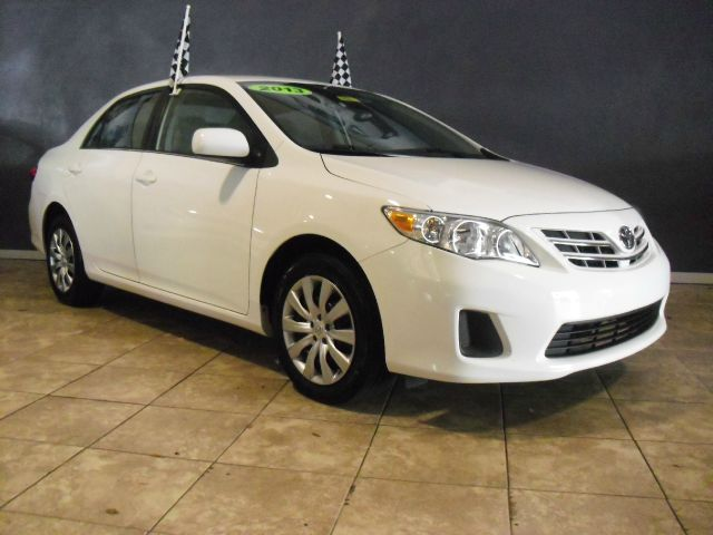 2013 TOYOTA COROLLA LE 4DR SEDAN 4A white like new   perfect condition   call us to schedu