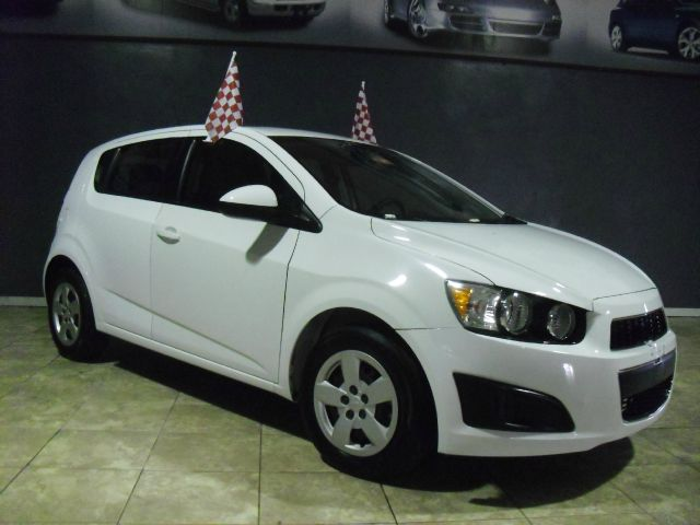 2013 CHEVROLET SONIC LS AUTO 4DR HATCHBACK W 1SB white like new 2013 sonic priced to sell v