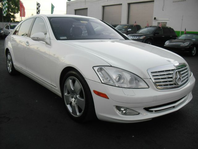 2007 MERCEDES-BENZ S-CLASS S550 4DR SEDAN white s550 for under 20k a must see and drive call u