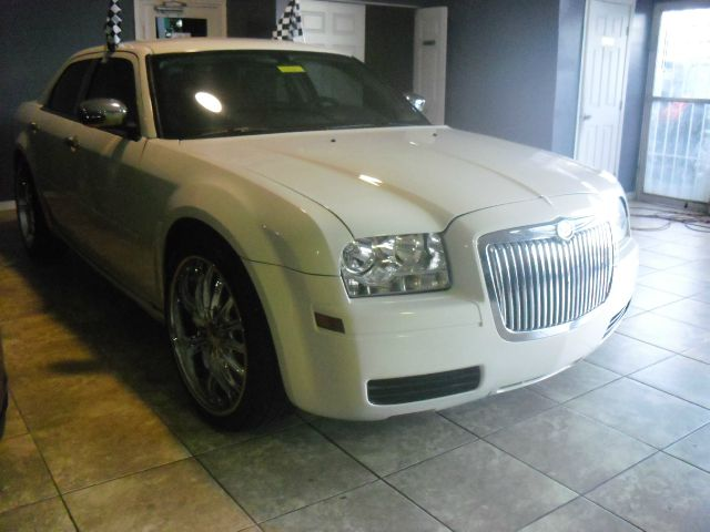 2006 CHRYSLER 300 BASE 4DR SEDAN white bentley grill  22inch rims touch screen radio rides wel