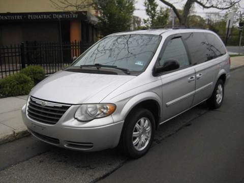 2006 Chrysler Town and Country for sale in Massapequa Park, NY