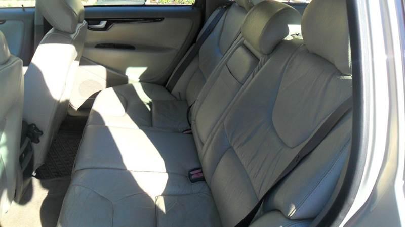 2001 Volvo V70 2.4M 4dr Wagon - Madison NC