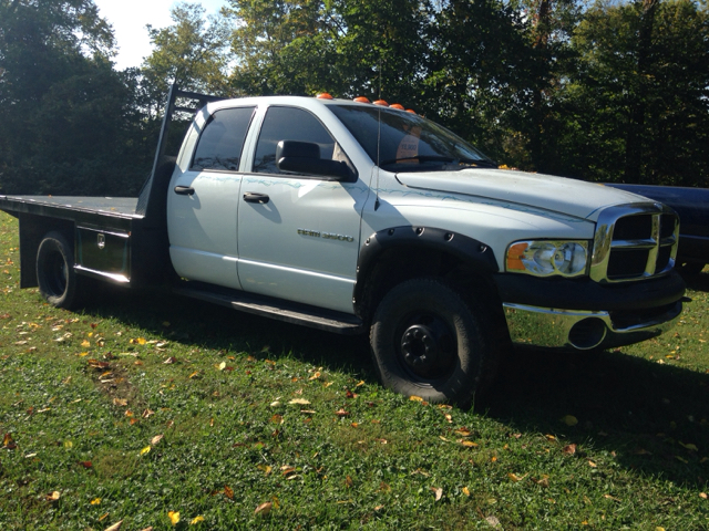 2005 Dodge Ram Pickup 3500 4dr Quad Cab ST 4WD LB - Ladoga IN