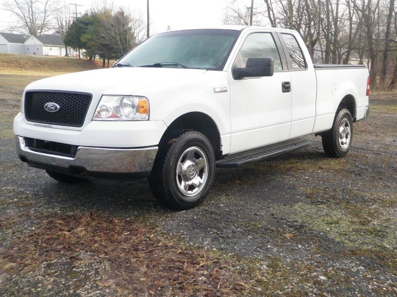 2005 Ford F-150 XL 4dr SuperCab 4WD Styleside 8 ft. LB - Ladoga IN