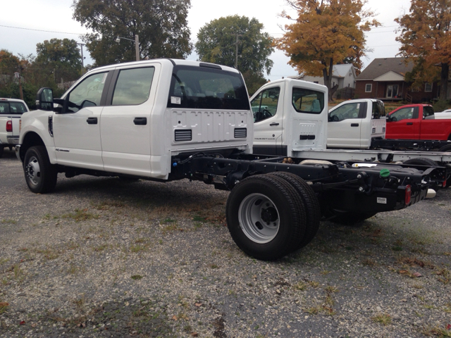 2017 Ford F-350 Super Duty 4x4 XL 4dr Crew Cab 179 in. WB DRW Chassis - Ladoga IN