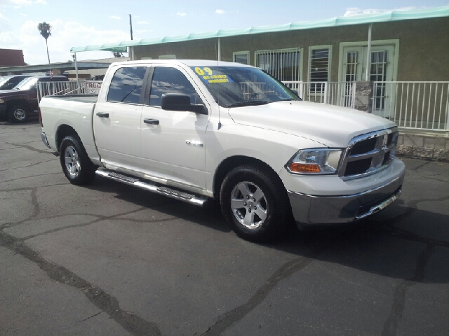 2009 DODGE RAM PICKUP 1500 SLT 4X2 4DR CREW CAB 55 FT SB white clean 2-stage unlocking - remote