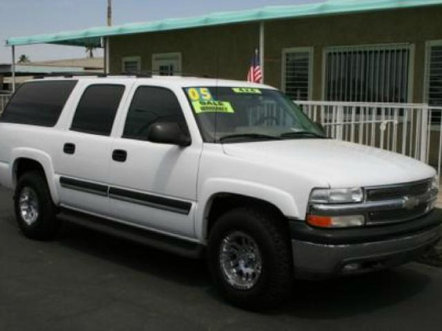 2005 CHEVROLET SUBURBAN 1500 4WD white 4wdawdabs brakesair conditioningalloy wheelsamfm radi