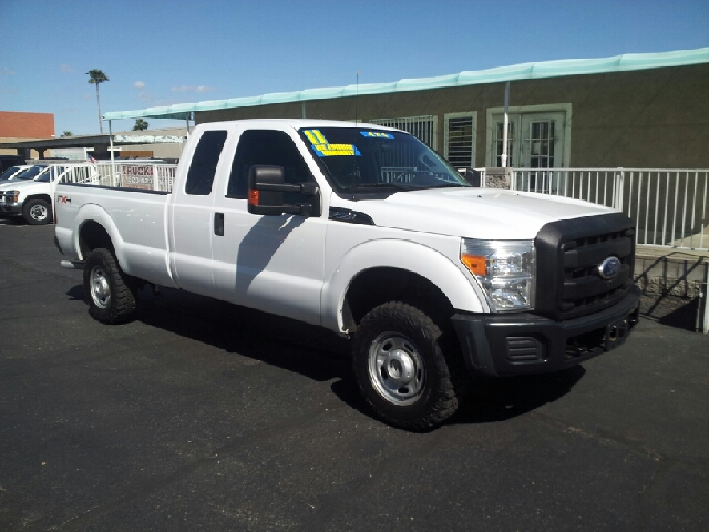 2011 FORD F-250 SUPER DUTY XL 4X4 4DR SUPERCAB 8 FT LB PIC white clean 4wd type - part time abs