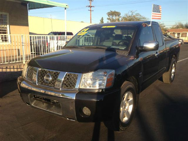 2004 NISSAN TITAN LE KING CAB 2WD black abs brakesadjustable foot pedalsair conditioningalloy w