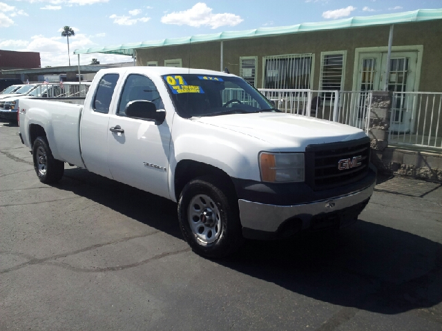 2007 GMC SIERRA 1500 SLE1 4DR EXTENDED CAB 4WD 8 FT white clean 2-stage unlocking doors 4wd sel