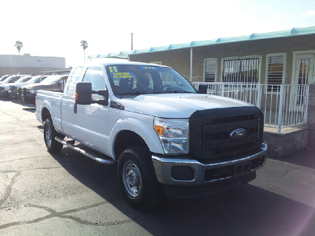 2011 FORD F-250 XL white clean 112704 miles VIN 1FT7X2B64BEA46654