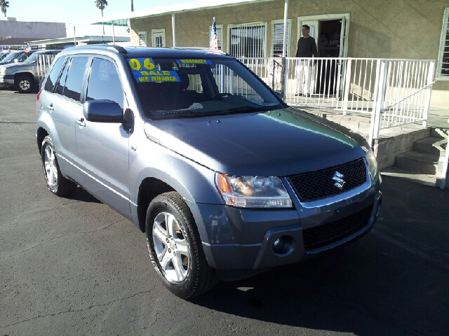 2006 SUZUKI GRAND VITARA SPORT charcol gray cleaner then the board of health 81147 miles VIN
