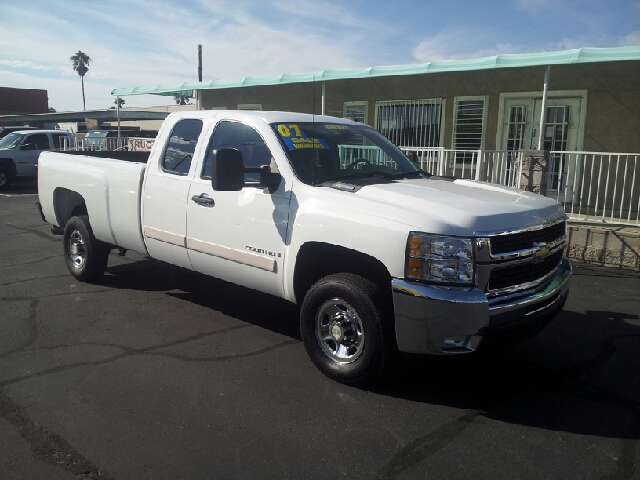 2007 CHEVROLET SILVERADO 2500HD LT2 4DR EXTENDED CAB LB white clean 2-stage unlocking - remote a