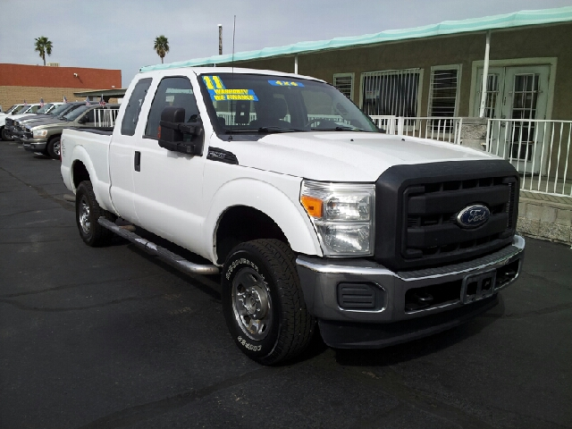 2011 FORD F-250 XL SUPERCAB white clean 123958 miles VIN 1FT7X2B64BEA46654