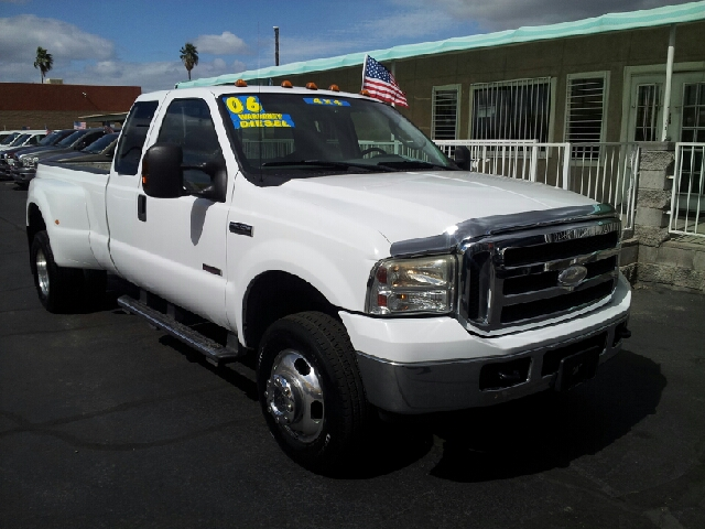 2006 FORD F-350 LARIAT white clean 137122 miles VIN 1FTWX33PX6EA96943
