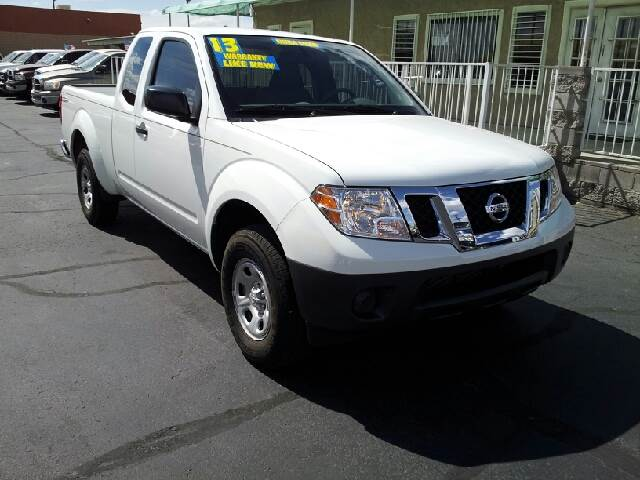 2013 NISSAN FRONTIER SV 4X2 4DR KING CAB 61 FT SB P white clean abs - 4-wheel active head rest