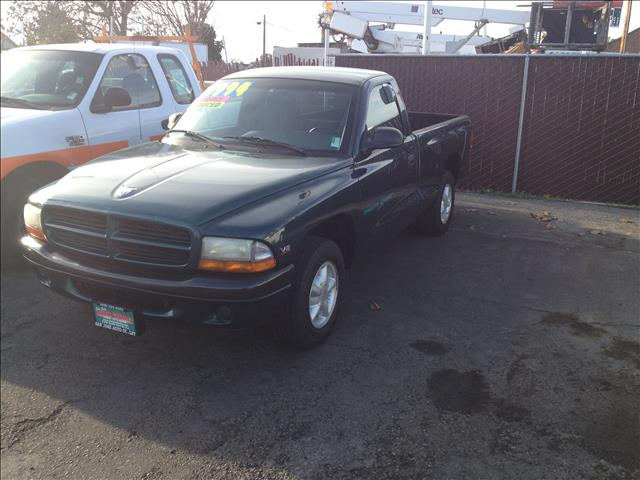 1998 DODGE DAKOTA REG CAB 6-FT BED 2WD green this is an internet offer so please ask for the in