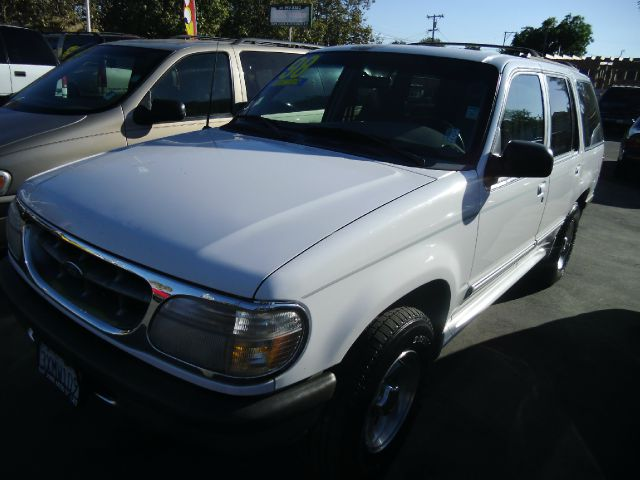 1998 FORD EXPLORER XL 4-DOOR 2WD white do not forget your on line car loan application g