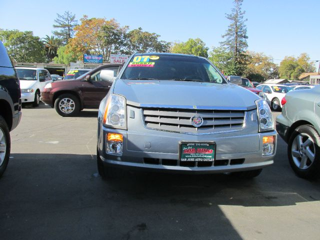 2007 CADILLAC SRX V8 silver do not forget your on line car loan application go to   www