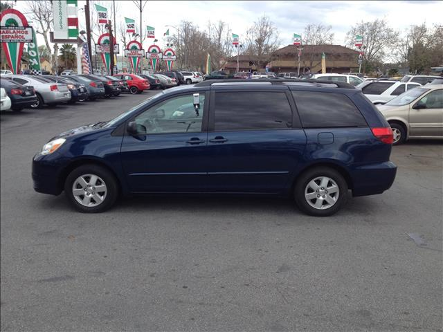 2004 TOYOTA SIENNA LE - 7 PASSENGER blue this is an internet offer so please ask for the internet