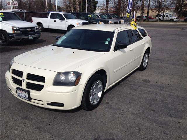 2006 DODGE MAGNUM SE white this is an internet offer so please ask for the internet sales team fo