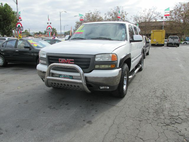 2001 GMC YUKON XL 1500 4WD white dont forget your online car loan application go to