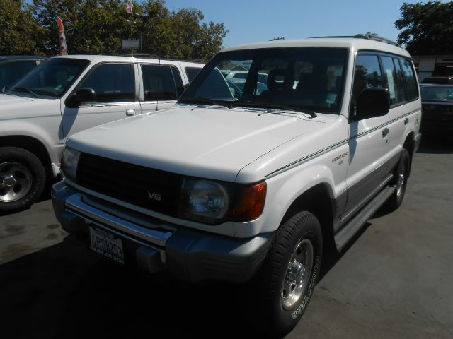 1995 MITSUBISHI MONTERO LS 4WD white do not forget your on line car loan application go