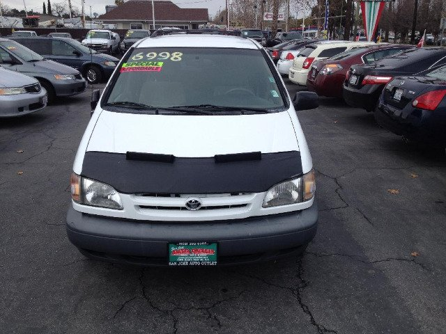 2000 TOYOTA SIENNA LE 4-DOOR white dont forget your online car loan application go to