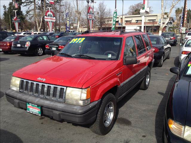 1995 JEEP GRAND CHEROKEE SE 4WD red dont forget your online car loan application go to