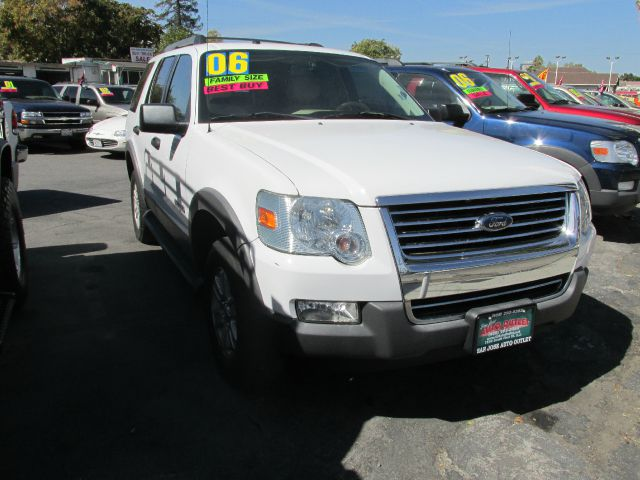 2006 FORD EXPLORER XLT 46L 2WD white abs brakesair conditioningalloy wheelsamfm radioanti-br